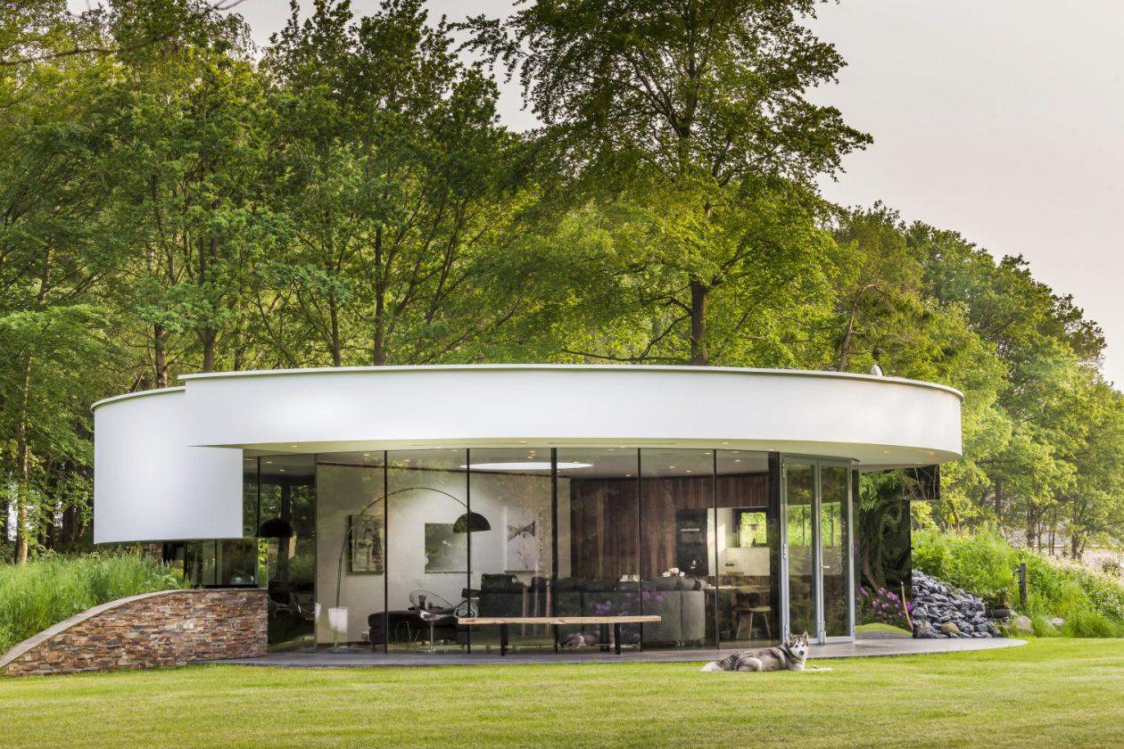 Ronde villa met 360 graden verbinding for Moderne villa architectuur