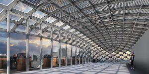 De dakopbouw uit de jaren negentig maakt plaats voor een spectaculaire dakopbouw met moderne koepel die bestaat uit een staal- en glasconstructie. Vanaf de straat is deze opmerkelijke 'moderne diamant' alleen van veraf te zien.