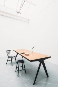 De PRO table is een zuivere sculptuur zonder toeters en bellen