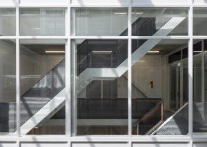 Transformatie van het voormalige Philips Natlab op Strijp S in Eindhoven tot het SintLucas college. Architect cepezed.