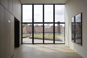 4. De bovenste etage biedt toegang tot de daktuin. Links de deur naar het theaterbalkon. Foto Christian van der Kooy.