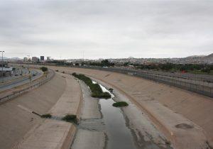 Het grootste deel van het water dat door de Rio Grande stroomt, is verspreid over irrigatiekanalen, met als resultaat een droog rivierbed