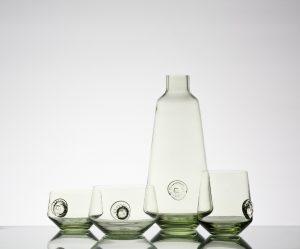Zandglas van Atelier is het resultaat van een jarenlang onderzoek naar ambachtelijke productie van glas met meer dan 350 lokale zandsoorten • Foto's Wouter Kooken, Mike Roelofs en Teun van Beers.