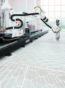 Geprinte terrazzovloer van Aectual, een spin-off van DUS Architects. Een robotarm print een patroon, waarna op locatie de terrazzovloer wordt gestort • Foto Ilse Leenders.