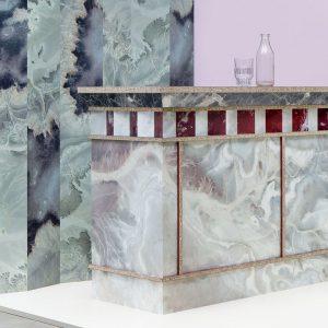 Plaatmateriaalleverancier Baars & Bloemhof vroeg een zestal ontwerpers om iets te doen met zijn aanbod. Kasten met glanzende prints van Google-earth die een marmerachtige uitstraling hebben van Bart Joachim van Uden
