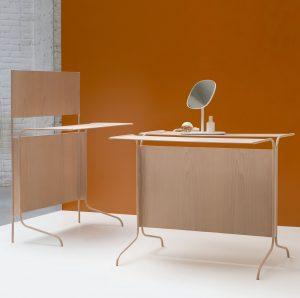 Plaatmateriaalleverancier Baars & Bloemhof vroeg een zestal ontwerpers om iets te doen met zijn aanbod. Ranke werktafels van Christian Heikoop.