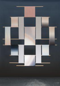 Circadian Tapestries, een modulair wandtapijt toepasbaar als room divider of wandstuk, ter verbetering van de akoestiek en om textuur en kleur aan de ruimte toe te voegen. Het bestaat uit een modulair systeem van kleurrijk geweven textiel en hout