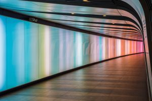 Voetgangerstunnel onder King's Cross in Londen, LED integrated lightwall