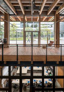Paviljoen Circl ABN_AMRO, doorzicht vanaf de begane grond naar het Gustav Mahlerplein en naar de kelderverdieping. Foto Ossip van Duivenbode