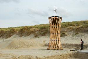 De makkelijk te demonteren en vervoeren Watertoren heeft een reservoir voor 1000 liter water. Ontworpen door Rick Tegelaar en architect Arno Gesink voor festivals.