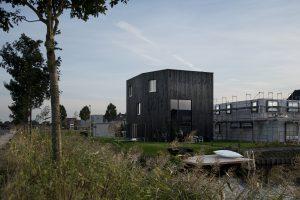 7. Charcoal House in de Waterwijk Rotterdam