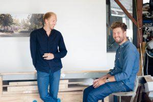 8. Architecten Niels Groeneveld (staand) en Raoul Vleugels