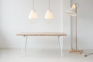 Twee Open Meshmatic lampen, Surface Table, Meshmatic staande lamp • Foto Masha Bakker.