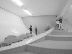 Tijdens zijn studie aan de TU Delft realiseerde hij zijn eerste ontwerp, een interieur van een kinderdagverblijf. Een fantasierijke ruimte, met een hangende vloer van zeildoek. Ontwerp i.s.m. Lok Jansen en Rem D. Koolhaa.
