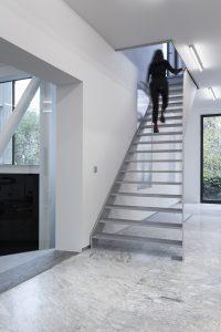 Aluminium trap in oudbouw