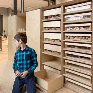 Er is ook een kast voor blokjes en ander fijn motoriek speelmateriaal.