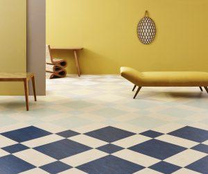 Marmoleum Modular Diagonal Fade. Een diagonaal grid met daarin kleurenbanen lopen van donker naar licht waardoor de vloer een extra dimensie aan de ruimte geeft. Foto: Rene Mesman.