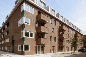 De Tugelawegblokken in Amsterdam van M3H architecten. Foto: Allard van der Hoek