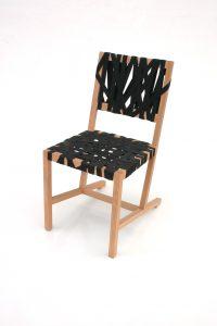 Berlage stoel, een moderne interpretatie van een stoel van Berlage, ontworpen in 2004 voor het café in het Gemeentemuseum in Den Haag