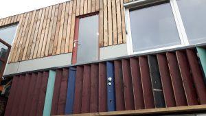 Veel materiaal kwam via tussenleveranciers als gebruiktebouwmaterialen. nl, maar ook via Marktplaats en sloopbedrijven.