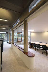 De drie basiselementen waaruit het gebouw is samengesteld: kolom, latei en koepel • Corné Bastiaansen
