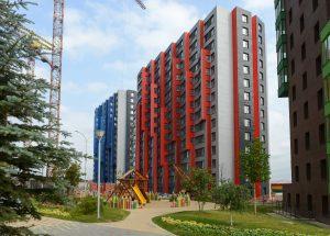 Blok 10 en 11 in de nieuwe wijk Novaya Skhodyna ten noordwesten van Moskou met 14 door DKV ontworpen appartementengebouwen. I.o.v. en i.s.m. Krost, realisatie 2011-13.