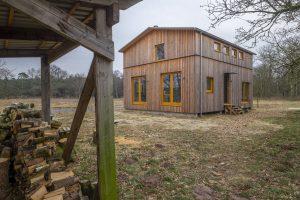 Oerhuis vanuit het westen, aan drie zijden bouwt Vleugels in 2018 een houten terras. Foto Jan Mateboer
