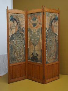 Driedelig kamerscherm met pauwen op zijde. 1900. Foto Jacqueline Knudsen