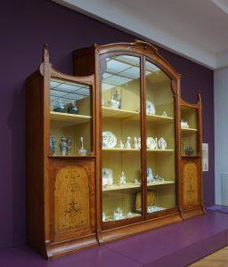 J.P.J. Lorrie: Vitrinekast voor serviezenwinkel Phillipona in Den Haag. Foto Jacqueline Knudsen