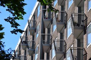 Balkonzijde aan de zuidkant. Foto: Dick de Gunst