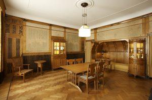 Kamer voor dr. Willem van Hoorn, ontworpen en uitgevoerd door Gerrit Willem Dijsselhof, 1895-1900. Het interieur werd in 1931 als 'Dijsselhofkamer' in het Gemeentemuseum geïnstalleerd.