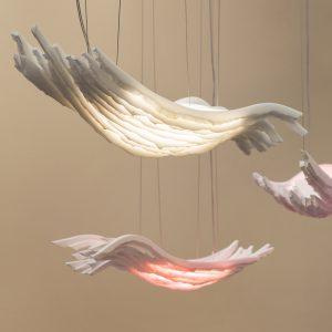 Hi-Macs gebruikte Wubben in 2017 al in Crystal Shift, een  hangende lamp, die lijkt op een set vliegende engelenvleugels met geïntegreerd ledlicht.