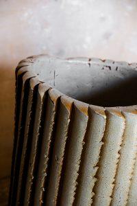 In zijn vazen in de Pressed Project benadrukt Floris Wubben de invloed van de mens – in samenwerking met de machine – op het eindresultaat. Elk object is daardoor uniek.