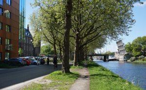 Kanaalweg met v.l.n.r. ISH, DUWO en Sebastiaansbrug en Rijn-Schiekanaal. Foto Jacqueline Knudsen