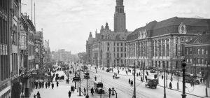 Oude foto Coolsingel met stadhuis en Postkantoor