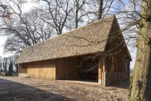 Hilberinkbosch architecten liet zich inspireren door de zogenoemde dwarsdeelschuren uit de omgeving