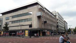 Voormalig pand op de hoek van het Vredenburg en de St. Jacobsstraat. Rechts is de oude gevel zichtbaar die ook aan de kant van het Vredenburg in oude luister wordt hersteld