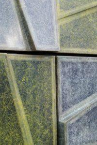 Allerlei varianten met verschillende soorten composiet en kleurtechnieken zijn in een klimaatkamer getest qua opbrengst en degradatie
