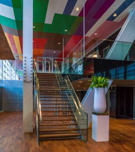 EPO Rijswijk_Entreehal met mezzanine en stalen spant. Foto John Lewis Marshall