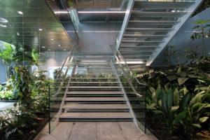 EPO_Rijswijk_De trap in de New Hinge is omgeven door een tropische tuin_ foto Josine Crone