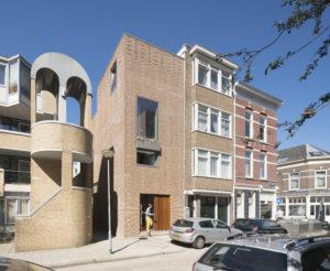 Eigen huis ArchitectuurMAKEN aan de Gouvernestraat_Rotterdam. Foto Ossip van Duivenbode