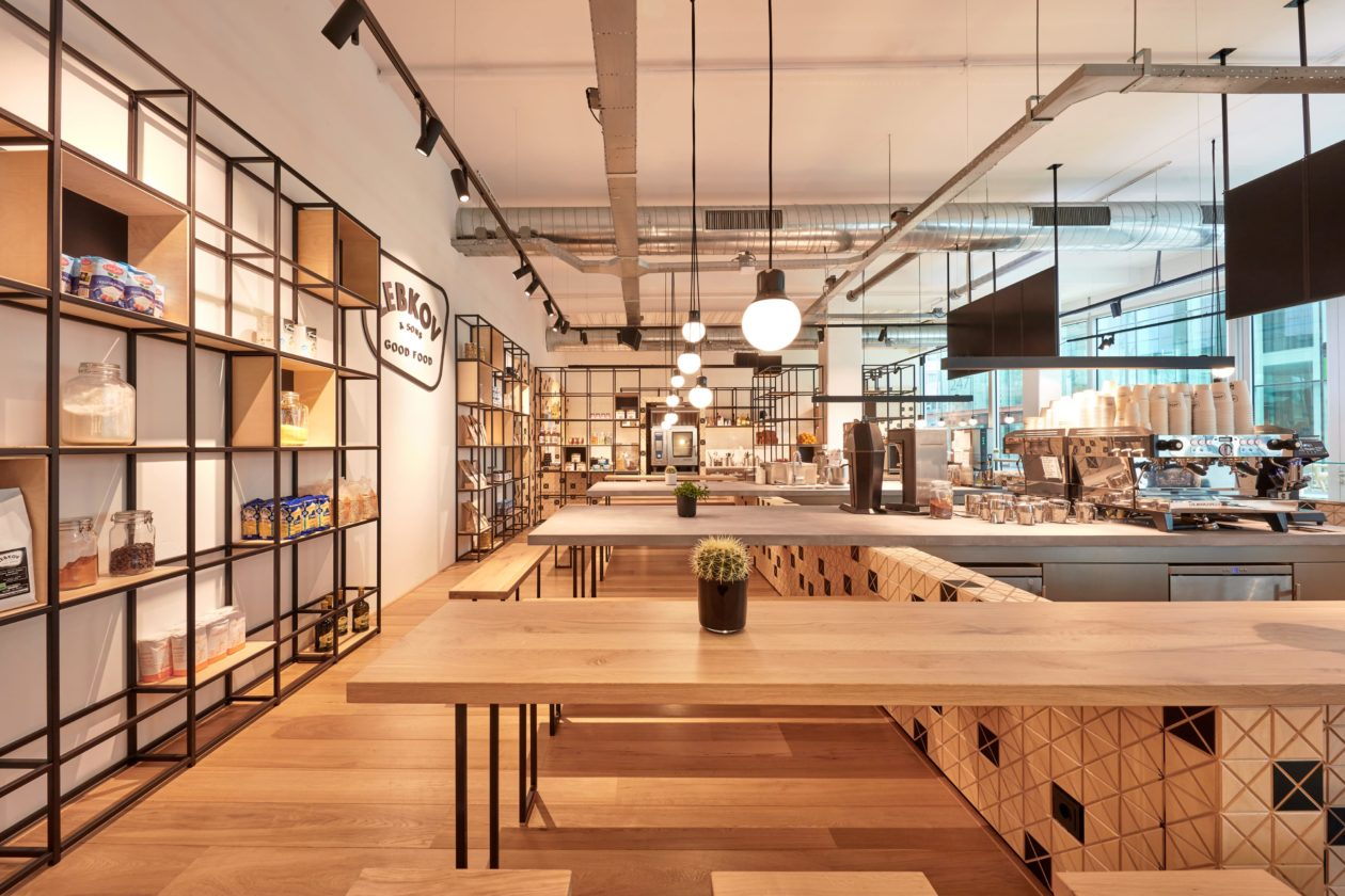 houten interieur geeft caf lebkov sons warmte