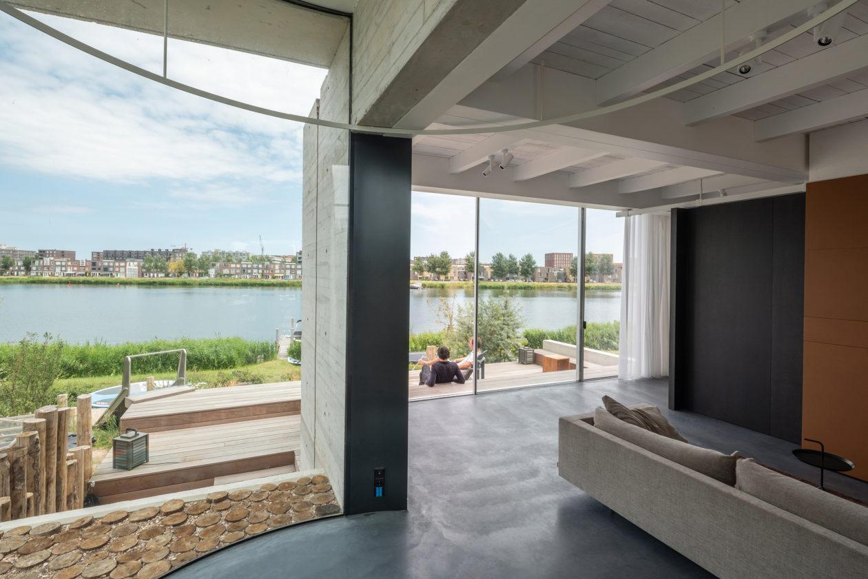 Ambachtelijk betonnen villa op ijburg van v8 architects