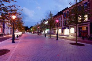 Willemstraat in Breda: met licht kun je op verschillende plekken op verschillende momenten van de avond en nacht diverse sferen creëren. Het licht kan ook meeademen met de activiteit in de straat, dit heeft een positieve invloed op de mens, terwijl je tegelijkertijd energie kunt besparen, op basis van behoefte