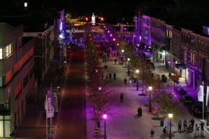Willemstraat in Breda richting Nassaumonument tijdens feestelijke opening