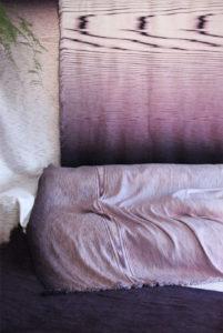 Another Plaid ontstond i.s.m. het TextielLab waarbij het verven in een expres niet schoongemaakte verfmachine een uniek kleurpatroon oplevert op plaids. Foto: Jantien Roozenburg