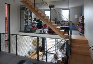 Rond de vide zijn de stalen balustrades ingevuld met netten. Foto Jacqueline Knudsen