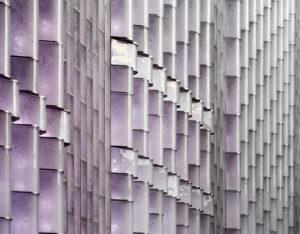 Willem II-passage in Tilburg. Iedere pixel wordt via een uniek algoritme aangestuurd: lichtkleur en intensiteit reageren op het tijdstip van de dag, de weersomstandigheden en de beweging van passanten • Foto Kees Hummel.
