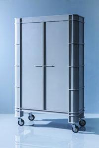 De kast Grey On Grey is onderdeel van Transitions I van Baars & Bloemhoff. Voor de kast heeft Visser & Meijwaard het materiaal Hi-Macs zowel technisch en decoratief toegepast.