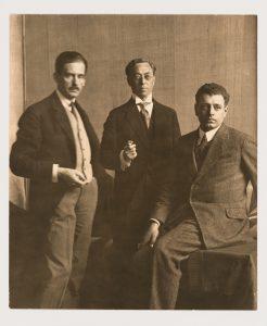 V.l.n.r. Walter Gropius, Wassily Kandinsky en J.J.P. Oud   tijdens de Bauhaustentoonstelling in Weimar, 1923. Canadian Centre for Architecture (CCA), Montreal.